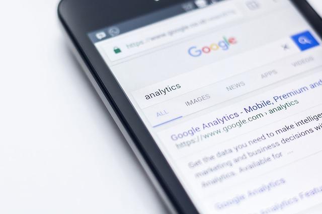 vyhledávání na mobilu