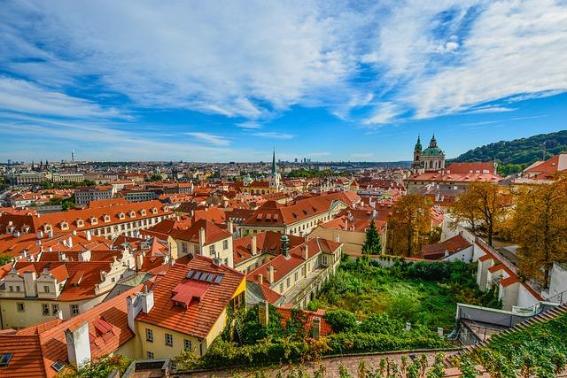 Pohled na panorama Prahy s Vltavou